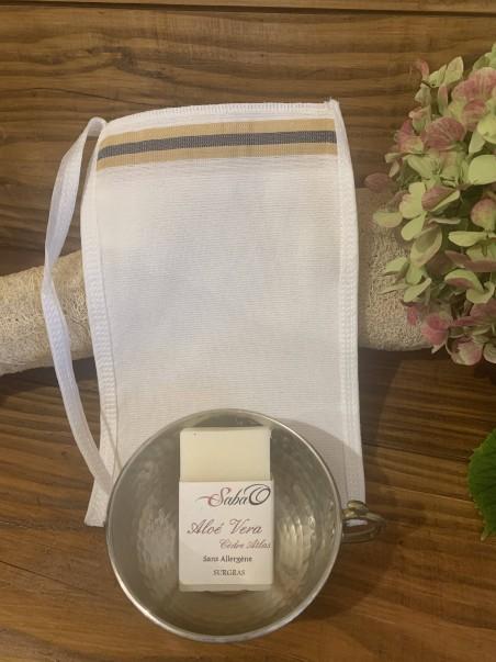 Gant de gommage en soie + savon bio